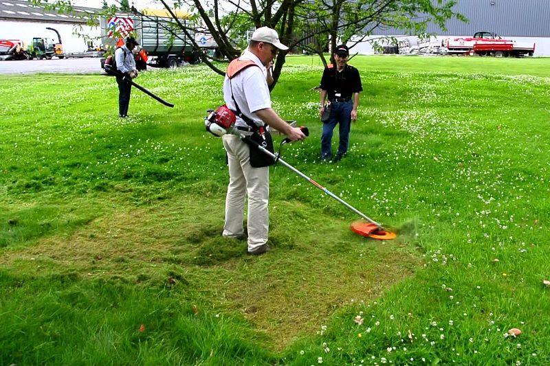 sử dụng máy cắt cỏ honda có ưu điểm gì